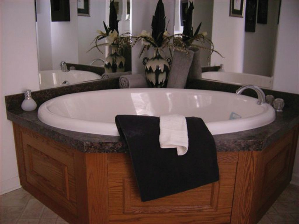 Corner Soaker Tub | R-Anell Homes